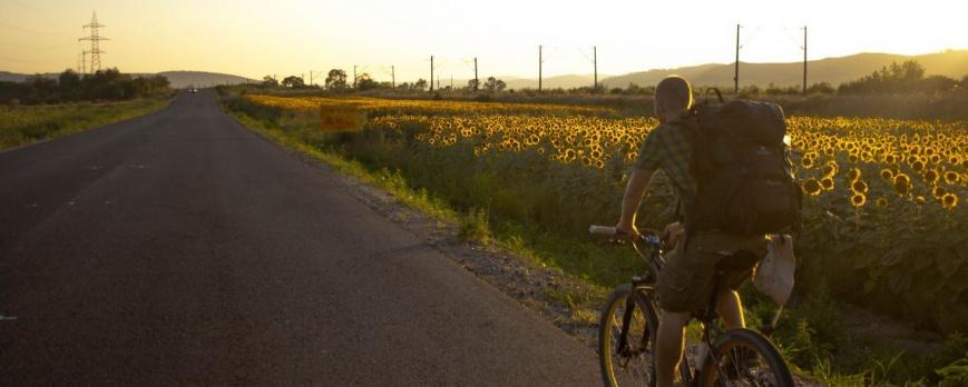 Pregătiri pas cu pas pentru o aventură în care Alex va pedala peste 3000 Km prin 7 țări. Singur.